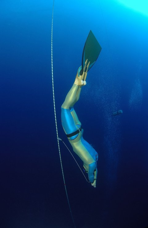 Stepanek heading down for a world record. (Credit: Freediving Instructors International)